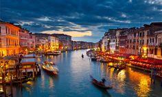 Das historische Venedig liegt im Nordosten Italiens und hat eine Gesamtfl�che von etwa 416 Quadratkilometern, davon entfallen knapp 60 % auf Wasser. Im Durchschnitt ist jeder Dritte, der sich in Venedig aufh�lt, ein Tourist � das macht die Stadt zu einer der meistbesuchten Pl�tze Europas.
