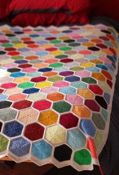 Easy Crochet Afghans 10 stunning hexagon crochet motifs you must have in your repertoire Crochet Afghans, Motifs Afghans, Crochet Bedspread, Crochet Quilt, Crochet Blanket Patterns, Easy Crochet Blanket, Crochet Blankets, Mode Crochet, Crochet Home