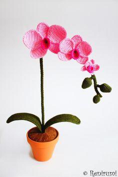 Ebook für eine gehäkelte Orchidee Mit dieser 30-seitigen bebilderten Schritt für Schritt-Anleitung kannst du schnell und einfach diese hübsche, blühende Topfpflanze häkeln. Die Anleitung...