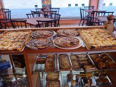 Tortas e outras delícias de Parada de Aguiar (ou Parada do Corgo), na freguesia de Soutelo de Aguiar, concelho de Vila Pouca de Aguiar, em Portugal.  Fotografia: Cunha Ribeiro no Flickr.