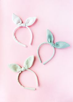 We have an easy Easter sewing project for your sweet bunnies this year: bunny ears headbands made with soft pastel linen. Perfect in a basket surrounded by eggs and chocolate. And just in time for those Easter photos. Diy Craft Projects, Easter Projects, Easter Crafts, Sewing Projects, Bunny Ears Headband, Diy Headband, Ear Headbands, Baby Bunny Ears, Sewing Headbands