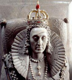 The tomb of Queen Elizabeth I. Queen Elizabeth I is my favorite Queen. I think she was an inspirational person. Elizabeth I, Los Tudor, Tudor Era, Tudor History, British History, Asian History, Ancient History, Isabel I, Mode Renaissance