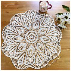 Star in Paradise Crochet World June 2017 Crochet Placemats, Crochet Doilies, Crochet Lace, Crochet World, Doily Patterns, Table Centerpieces, Frost, Beach Mat, Outdoor Blanket