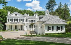 Wadia Associates presents a stunning American colonial style house in the quaint Greenwich, CT. Contact us today to make your dream home a reality. Colonial House Exteriors, Colonial Exterior, Modern Colonial, Colonial Style Homes, Dream House Exterior, Modern Traditional, Exterior Paint, Greek Revival Home, Up House