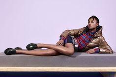 A @melissaoficial lança hoje sua nova coleção de Inverno 2017 a FLYGRL inspirada na força feminina. A partir de pilares como igualdade respeito e liberdade a marca desenvolveu modelos unissex e bem cool como a Panapana acima. #LOFFama  via L'OFFICIEL BRASIL MAGAZINE INSTAGRAM - Fashion Campaigns  Haute Couture  Advertising  Editorial Photography  Magazine Cover Designs  Supermodels  Runway Models