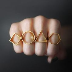 Look Geometric Glam With Fashionable And Funky Geometric Jewelry - Mode, Schmuck, Make-up, Schuhe, Tattoo Modelle Minimal Jewelry, Modern Jewelry, Jewelry Art, Jewelry Rings, Jewelry Accessories, Fashion Jewelry, Gold Jewelry, Jewellery, Steampunk Fashion