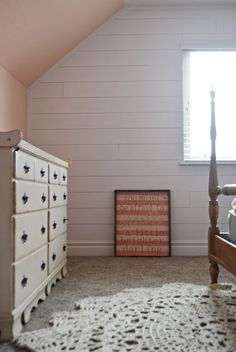 Shiplap is uber popular without a doubt, but it can be pretty expensive to install. Join me while I share a tutorial for creating a $30 faux shiplap wall Painting Shiplap, Faux Shiplap, Ship Lap Walls, Painted Floors, Home Renovation, Home Remodeling, Apartment Design, Diy Wall, Farmhouse Decor