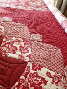 Red Dahlia quilting by Bec Bartell Quilts & Design:
