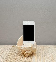 Shell iPhone Amplifier: I'm looking to DIY this. Gadgets And Gizmos, Cool Gadgets, Tech Gadgets, My New Room, Organizer, Sea Shells, Iphone Cases, Iphone Holder, Iphone Charger