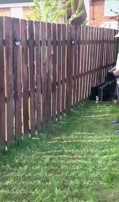 Diy Backyard Fence, Diy Privacy Fence, Privacy Fence Designs, Diy Fence, Backyard Patio Designs, Backyard Landscaping, Back Yard Fence Ideas, Outdoor Privacy Panels, Privacy Fence Decorations