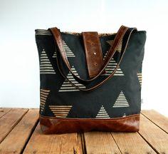 NEW Print Ann Shoulder Bag in Black with Metallic por appetite, $88.00