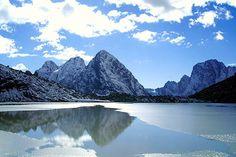 lago Karachay, localizado no sul dos Montes Urais, na Rússia é considerado o lago mais poluído do mundo, em radiação.