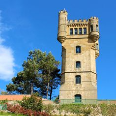 Der Turm auf dem Monte Igueldo in San Sebastian. San Sebastian in Spanien #spain #spanien #reisen #travel #sansebastian  Find out more: http://www.nicolos-reiseblog.de