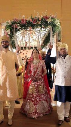 Desi Wedding Decor, Indian Wedding Decorations, Indian Weddings, Wedding Trends, Wedding Styles, Indian Wedding Pictures, Bridal Shoot, Wedding Shoot, Bollywood Wedding