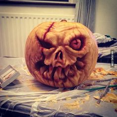 The Halloween Edit: Sweet & Spooky Halloween Pumpkins. If you are still caught up in the Halloween preparation we have some last minute ideas. Scary Pumpkin Carving, Creepy Pumpkin, Amazing Pumpkin Carving, Food Carving, Pumpkin Art, Pumpkin Ideas, Pumpkin Designs, Pumpkin Faces, Halloween Pictures