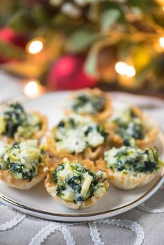 These easy Baked Spinach Artichoke Dip Cup Bites are the perfect party appetizers! Full of veggies, this recipe is one of the best finger foods! Make or freeze them ahead of time and bake when you need them! Phyllo Appetizers, Spinach Appetizers, Appetizers For Kids, Bite Size Appetizers, Finger Food Appetizers, Holiday Appetizers, Appetizer Dips, Yummy Appetizers, Appetizer Recipes