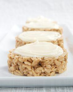 Cinnamon Bun Crispy Treats combine traditional crisp rice cereal treats with the great flavors of cinnamon rolls. - Bake or Break