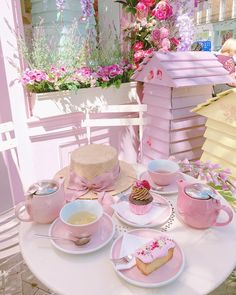 Tea time White your girlfriends' its sumer of the year' in joy' Everyday is a good day' have fun' girls' Tapis Shabby Chic, Pink Love, Pretty In Pink, Imagenes Color Pastel, Boutique Patisserie, Peggy Porschen Cakes, Pink Sweets, Deco Rose, Jolie Photo