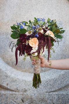 Beautiful fall wedding // burgundy bouquet // fall colors