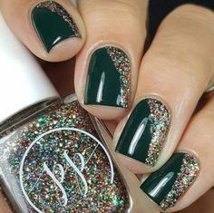 If you are looking for some Christmas green nail art ideas. We have Collected elegant Christmas nail art ideas for you. If you are looking for some Christmas green nail art ideas. We have Collected elegant Christmas nail art ideas for you. Green Nail Art, Gold Nail Art, Green Nails, Art Nails, Xmas Nails, Holiday Nails, Christmas Manicure, Xmas Nail Art, Holiday Makeup