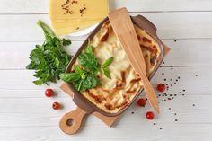 Remek húsmentes lehetőség vacsorára. Ricotta, Mozzarella, Bread, Ethnic Recipes, Food, White Cream Sauce, Lasagna, Ethnic Food, Red Peppers