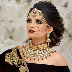 bridal makeup – Hair and beauty tips, tricks and tutorials Indian Bridal Outfits, Indian Wedding Hairstyles, Indian Bridal Makeup, Indian Wedding Jewelry, Bride Hairstyles, Bridal Hair Buns, Bridal Hairdo, Bridal Photoshoot, Bridal Jewellery Inspiration