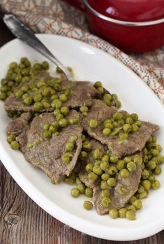 Meat and peas stewed-Carne e piselli in umido Meat and peas stewed - Best Italian Recipes, Gnocchi, Meat Recipes, Stew, Buffet, Good Food, Food And Drink, Dishes, Pane