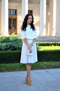 Hi, guys!   This is what I'm wearing today, on a perfect sunny Autumn Sunday. I was dying to   wear my new pumps and this white o...