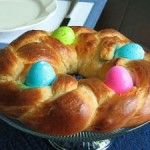 """""""This decorative Easter bread has whole eggs baked into it! Do not cook the whole eggs, as they will bake at the same time that the bread does. The eggs can also be dyed for extra color. Easter Bread Recipe, Easter Recipes, Easter Desserts, Easter Dinner, Easter Brunch, Easter Table, Holiday Treats, Holiday Recipes, Italian Easter Bread"""
