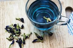 Butterfly Pea Tea | 32 Edible Flowers - The Complete List Of Flowers You Can Eat & Flower Recipe Ideas
