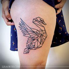 Image from http://lisaorth.com/p7hg_img_1/fullsize/lisaorth_tattoo_julia_geometric_swan.jpg.
