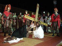 Auto da Paixão de Cristo. O espetáculo é realizado na  sexta feira santa e no domingo, encerrando com o ato da Ressureição. Município de Medianeira