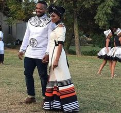 Effortless Xhosa Bride And Groom African Traditional Wedding Dress, Traditional African Clothing, Traditional Fashion, Traditional Outfits, African Shirts, African Wear, African Attire, African Women, African Beauty
