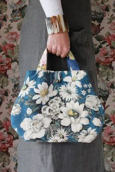 she is a rather pretty handbag made from a rare vintage Sanderson fl.she is a rather pretty handbag made from a rare vintage Sanderson floral print. She likes to be taken ou Fabric Handbags, Fabric Bags, Women's Handbags, Patchwork Bags, Quilted Bag, How To Make Handbags, Denim Bag, Beautiful Bags, Handmade Bags