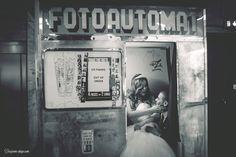 Joli couple dans le fotoautomat