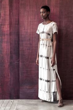 Flavia Aranha F/W 2015 Stylish Dresses, Modest Dresses, Casual Gowns, Fabric Dyeing Techniques, Tie Dye Fashion, Tie Dye Outfits, Shibori, Contemporary Fashion, Indian Wear