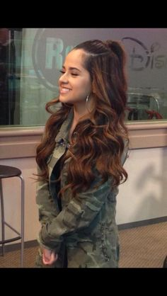 Do I look like Becky G in Radio Disney? Becky G Hair, Becky G Style, Curly Hair Styles, Natural Hair Styles, Brunette Beauty, Ombre Hair, My Idol, Celebrity Style, Celebrity News