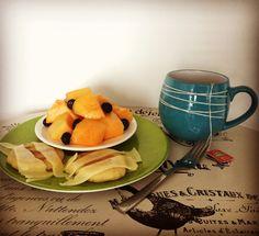 #HealthyBreakfast: porción de melón con un toque de arándanos, arepas pequeñas con queso bajo en grasa y un té de frutos rojos de @tehindu y manzanilla!