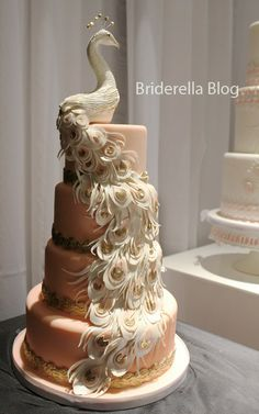 Lovely - I don't need a wedding cake at the moment, but this is simply beautiful