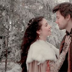 """ladyofvalyria: """" reign fashion meme — my favorite dresses """"►Mary Queen of Scots - royal blood """" """" Reign Mary, Mary Queen Of Scots, Mary Stuart, Gossip Girl, Bash And Mary, Adelaide Kane Gif, Adelaine Kane, Torrance Coombs, Queen Mary"""