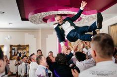 No i Tomek się ożenił ;)  #fotograf #fotografslubny #fotograflubartow #fotograflublin #fotografleczna #zdjeciaslubnelublin #fotografwarszawa #fotografpulawy #fotograflukow #zdjeciaslubnechelm #wedding #weddingreception #bridelle #bride