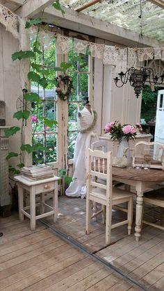 shabby interior gardennice