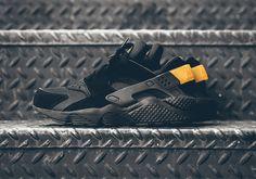 Nike Air Huarache: Black/Gold