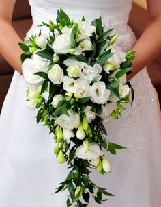 Picking the Perfect Flower Wedding Bouquet Cascading Wedding Bouquets, Summer Wedding Bouquets, White Wedding Flowers, Bride Bouquets, Flower Bouquet Wedding, Floral Wedding, Bride Flowers, Marie, Wedding Decorations