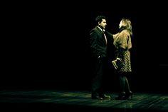 """Adaptação da obra do escritor inglês Martin Crimp, peça teatral fala sobre pequenos dramas da vida doméstica. Com muitos enigmas, este é o fio condutor do espetáculo teatral """"A Cidade""""."""