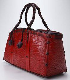 Wave pattern twill weave bag