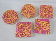 Square scalloped cookie shape with this pink color and purple color and gold piping done like henna design. Leaf Cookies, Cute Cookies, Cupcake Cookies, Sugar Cookies, Wedding Cookies, Wedding Cupcakes, Dessert Wedding, Mehndi Cake, How To Make Henna