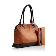 Clara Bag Denna väska har jag beundrat länge och nu gjorde jag slag i saken när priset var nedsatt. Endast 199 kr Ord.pris 289 kr Jag tycker den är så snygg i sitt utförande och dessutom konjaksfärgad, en färg jag tycker är snygg på en väska.