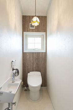 奥一面のクロスを貼り換えたトイレ/ブルースホーム小倉 Bathroom Toilets, Wall Design, Bathroom Lighting, Diy And Crafts, Interior Design, House, Bath, Home, Living Room Ideas