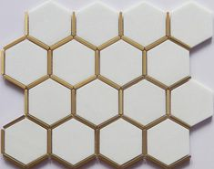 How to put your kitchen credenza? Honeycomb Tile, Hexagon Tiles, Modern White Bathroom, Small Bathroom, Black And Gold Bathroom, Minimal Bathroom, Marble Bathrooms, Master Bathrooms, Dream Bathrooms